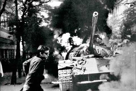 A tank burns on Vinohradská