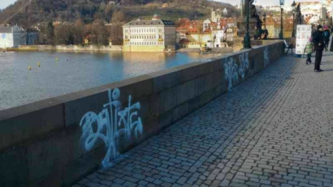 Charles Bridge vandalism