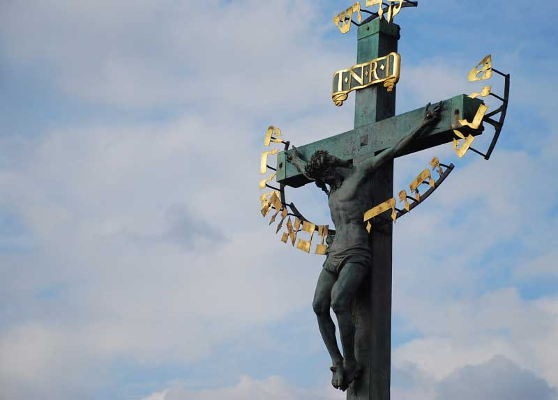 charles-bridge-cross