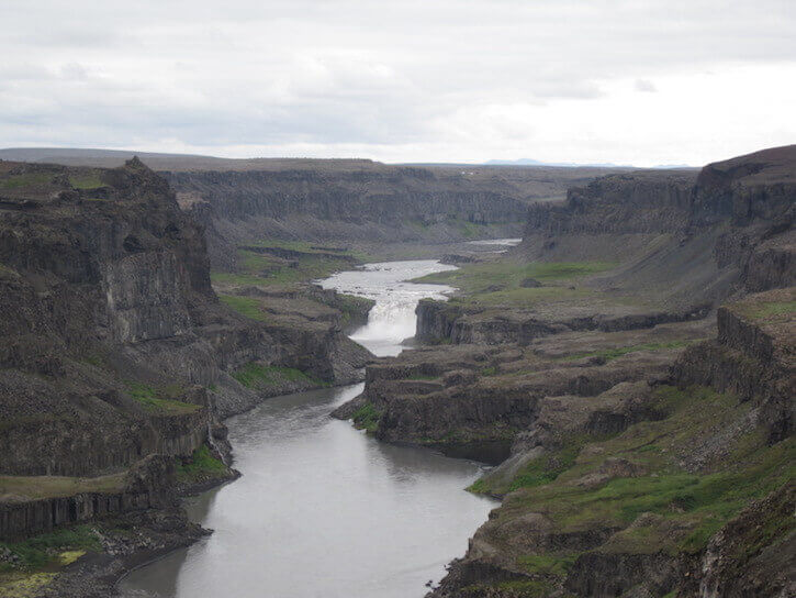 canyon-between-Dettifoss-and-Vesturdalur.jpg
