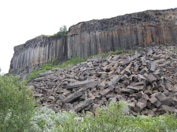 rock-formations-near-Vesturdalur.jpg