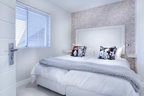 modern minimalist bedroom mattress