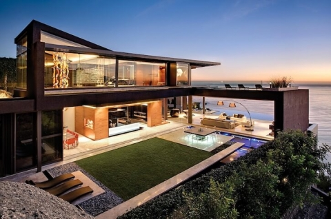 Luxury seaside home
