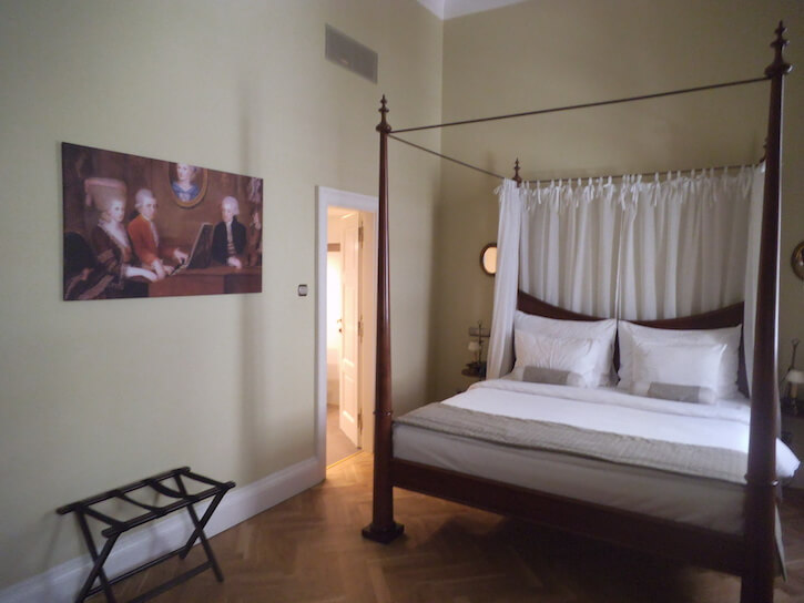 Mozart bedroom