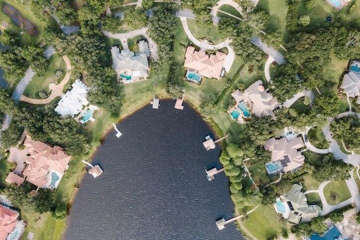 lakeside houses