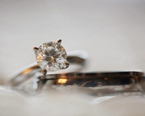 diamond-stud-silver-colored-eternity-ring